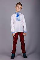 Вышитая рубашка крестиком на белом батисте с синим узором на подростка