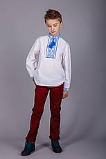 Вишита сорочка хрестиком на білому батісті з синім візерунком на підлітка, фото 3