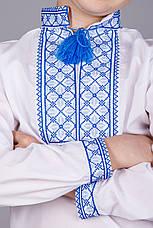 Вишиванка хрестиком на білому батісті з незвичайним синім орнаментом, фото 2