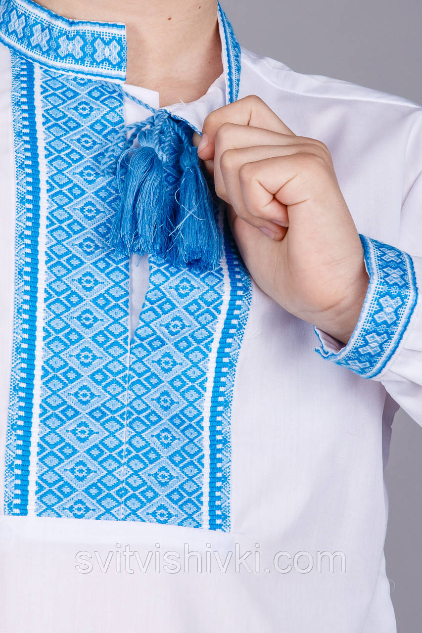 Мальчиковая сорочка с тканой вставкой на белом батисте