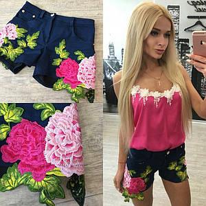 Джинсовые шорты с вышитыми цветами