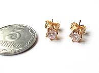 Серьги-гвоздик, камушек средний белый, медицинская сталь+ювелирный сплав