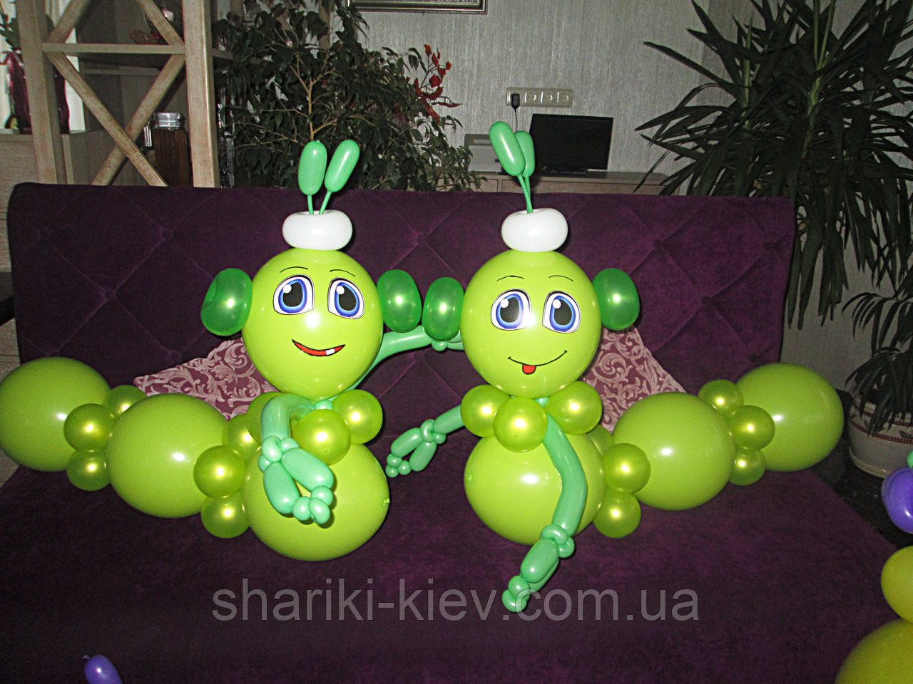 Гусени 2 шт. из воздушных шариков на День рождения