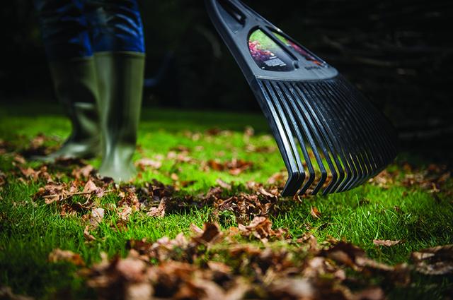 Грабли веерные для листьев Fiskars
