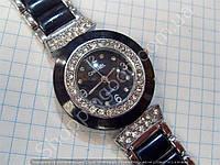 Часы Chanel 002 (113892) женские серебристые с черным циферблатом на металлическом браслете в стразах