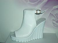Босоножки женские кожаные с каблуком