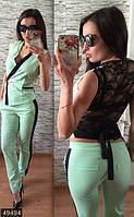Ультрамодный женский брючный костюм двойка верх жилет на запах с гипюровой спинкой стрейч коттон