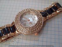 Часы Chanel 113893 женские золотистые в стразах с белым циферблатом на черном металлическом браслете