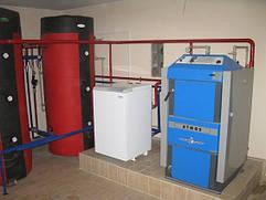 Подключение параллельно к газовому твердотопливного котла Atmos выполнено работниками фирмы Тепло без газа. Цены монтажные работы ниже рыночных.