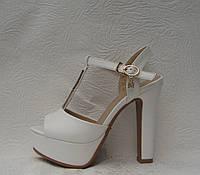 Босоножки женские на толстом каблуке белого цвета