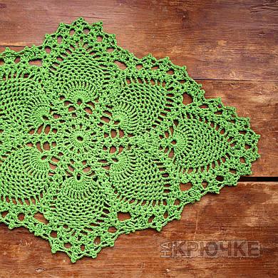 Вязаная салфетка овальная зеленая