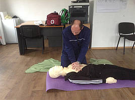"""Обучение персонала АО """"ЮТЭМ"""" навыкам оказания первой медицинской помощи с использованием робота-тренажера """"Тарас"""" 2"""
