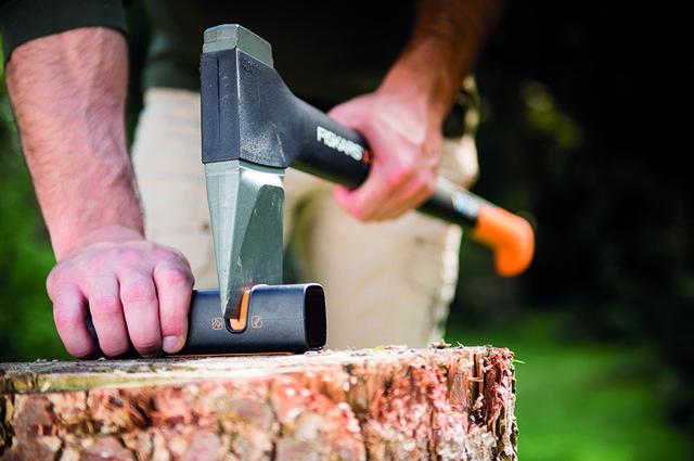 Универсальная точилка для ножей и топоров Fiskars Xsharp