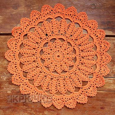 Вязаная салфетка круглая оранжевая