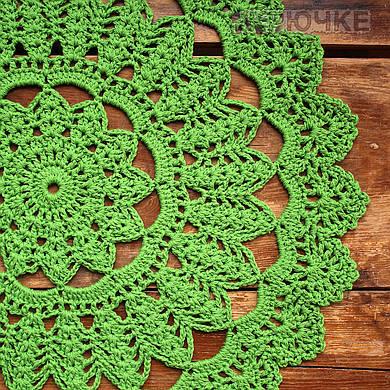 Вязаная салфетка круглая зеленая