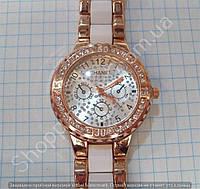 Часы Chanel 113897 женские золотистые с серебристым циферблатом в стразах на металлическом браслете