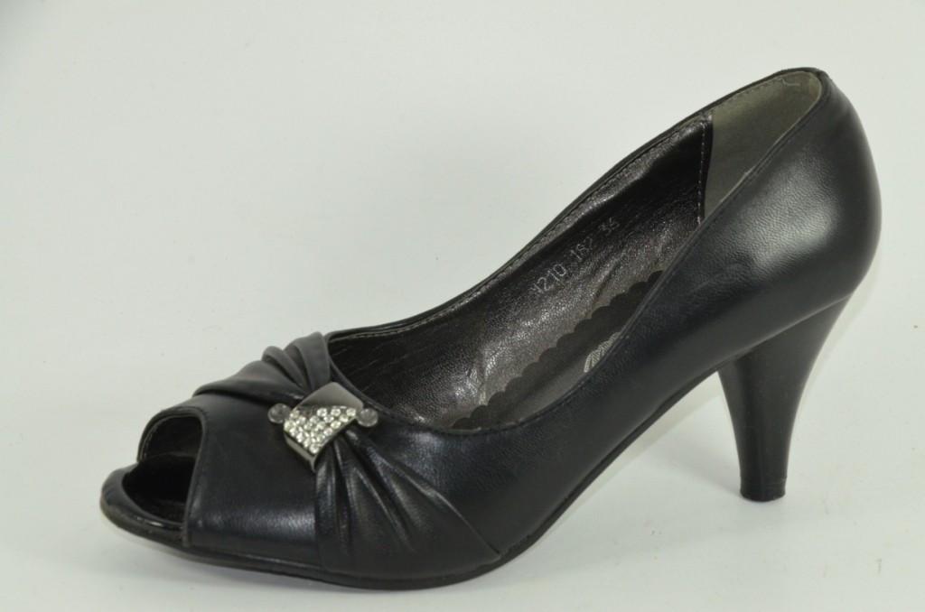 Молодежные туфли кожзам на каблуке