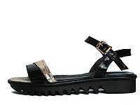 Женские кожаные черно-золотые сандалии на тракторной подошве 37