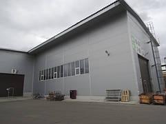 Производственное помещение по резке стекла, высота потолков 8 м, отапливает пироллизный котел ЕКОТ 180 кВт. Экономия дров удивительная. Котел приобретен у фирме Теплобезгаза.