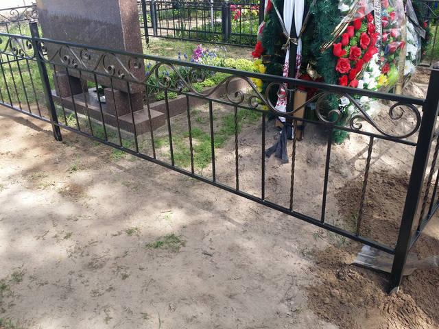 Оградка на кладбище 2