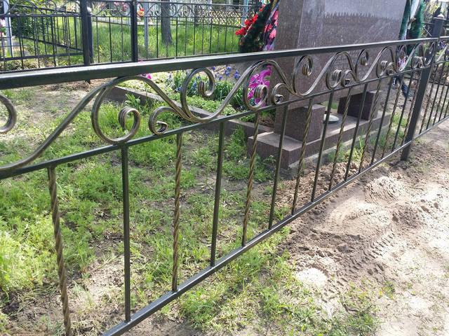 Оградка на кладбище 4