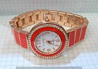 Часы Chanel 113899 женские золотистые с белым циферблатом в стразах на металлическом красном браслете