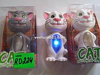 Кот Том с диктофоном