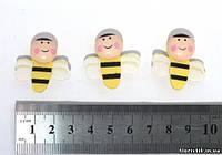 Пчелка на липучке плоская, 3,8 см.