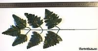 Лист папоротника  на проволоке темно-зеленый