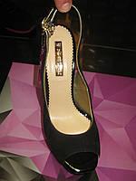 Красивые босоножки на каблуке из замши