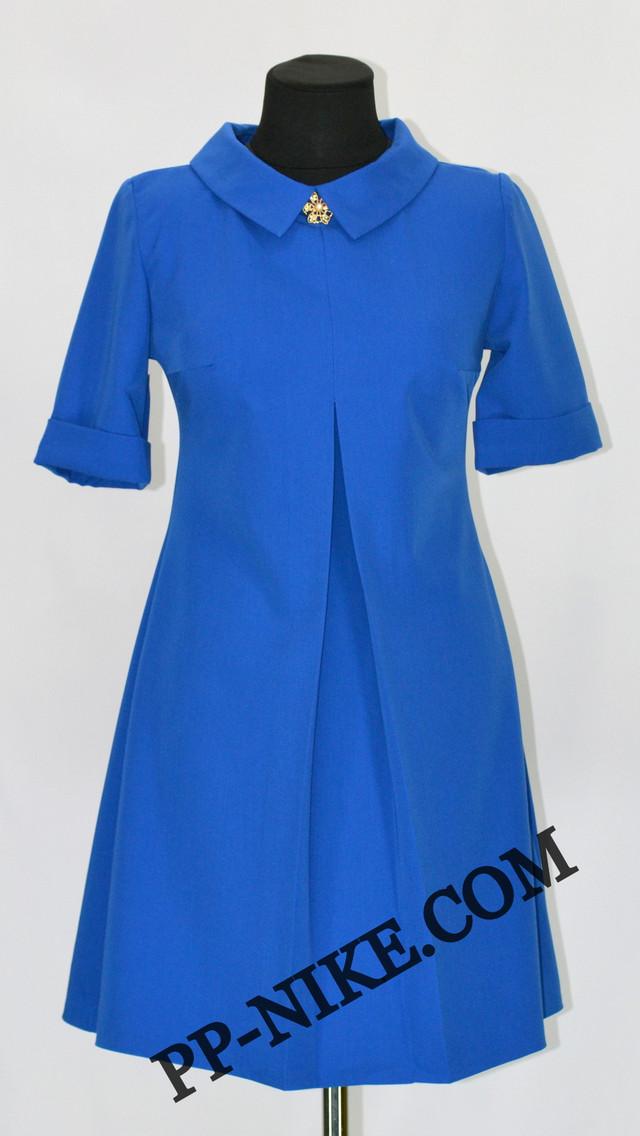 Платье с манжетам и брошью
