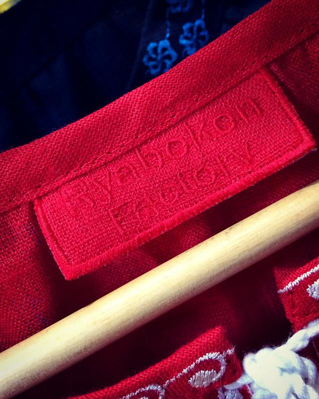 Ryabokon Factory -український виробник сучасних та стильних вишиванок на  кожен день. З нами працює професійна команда фахівців за кроєм виробів 3918b48a7cd27