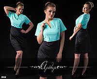 Строгое платье с черной юбкой