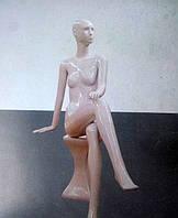 Манекен женский лакированный белый сидячий