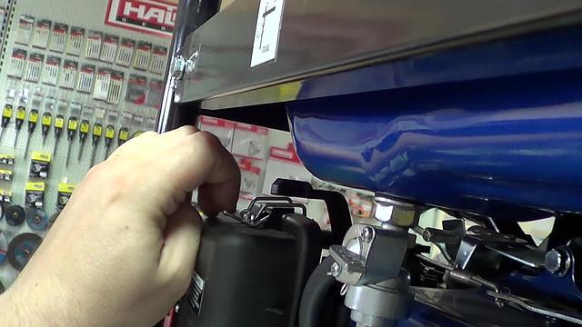 Воздушный фильтр на двигателе электростанции Werk 3000E фото 4