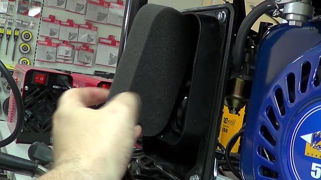 Очистка воздушного фильтра на двигателе WERK фото 5