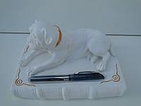 Собака на книзі (біла фарба) бесплатная доставка при 100 % предоплате