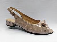 Босоножки лаковые бежевые  на низком каблуке  Erisses .Большие размеры.