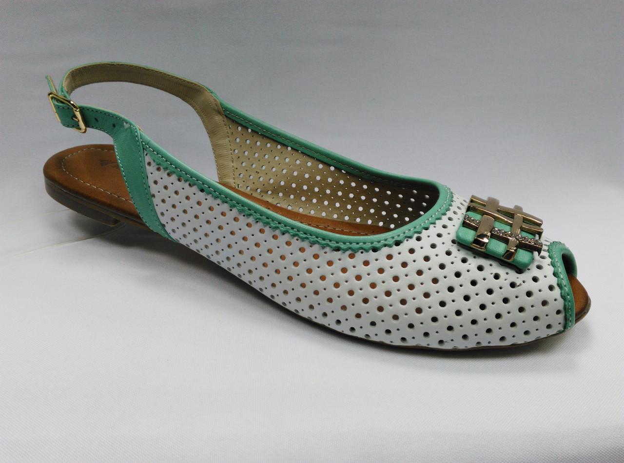 Босоножки белые на низком ходу с пряжкой .Украина.Большие размеры.  - Women Shoe Shop в Ровно