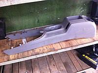 Пластик салона между сидениями VOLKSWAGEN CADDY 04- (ФОЛЬКСВАГЕН КАДДИ)