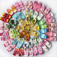 Кожаные чешки, махровые носочки и яркие тапочки - 3в1