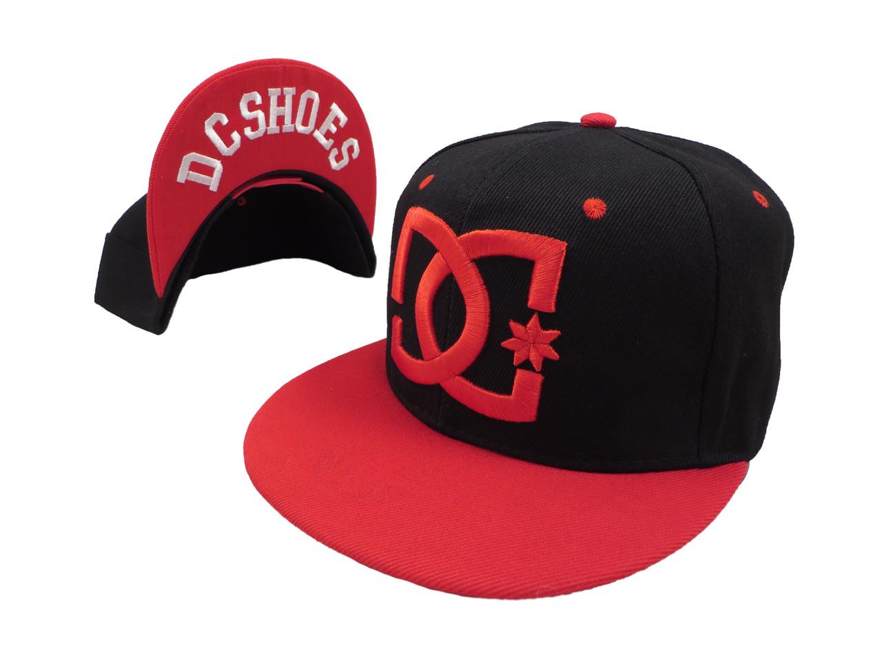 Кепка DC черная с красным козырьком (реплика)
