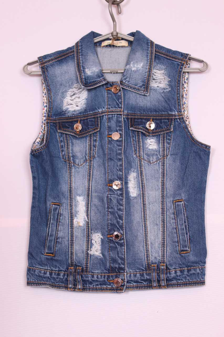 Модна жіноча джинсова жилетка
