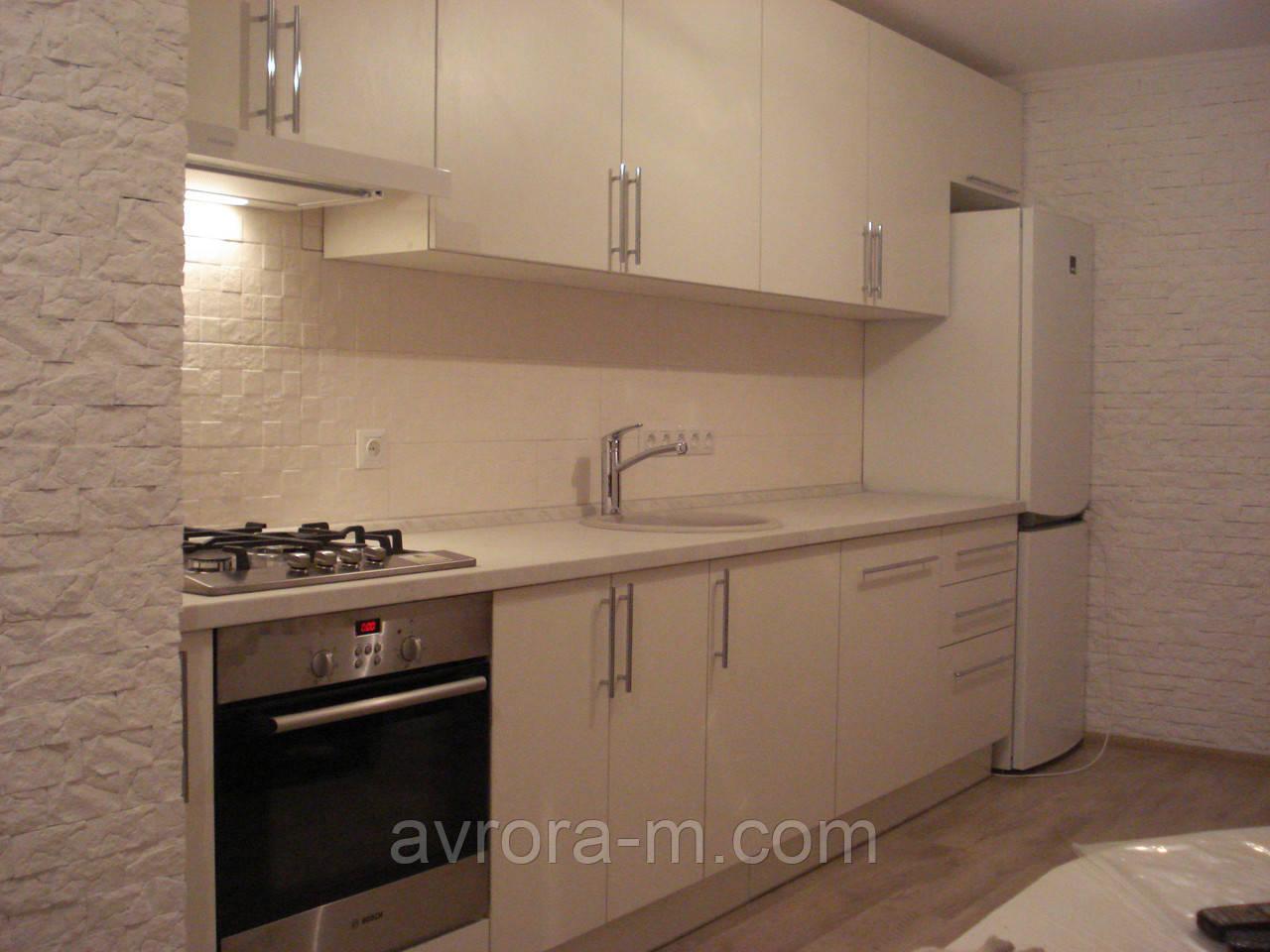 Кухня светлая с пленочными фасадами