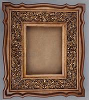 Киот из ольхи фигурный для аналойной иконы, открывающийся, с внутренней резной деревянной рамой.