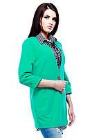 Модный удлиненный женский жакет зеленого цвета.