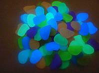Декоративная цветная светящаяся в темноте  галька,  грунт в аквариум