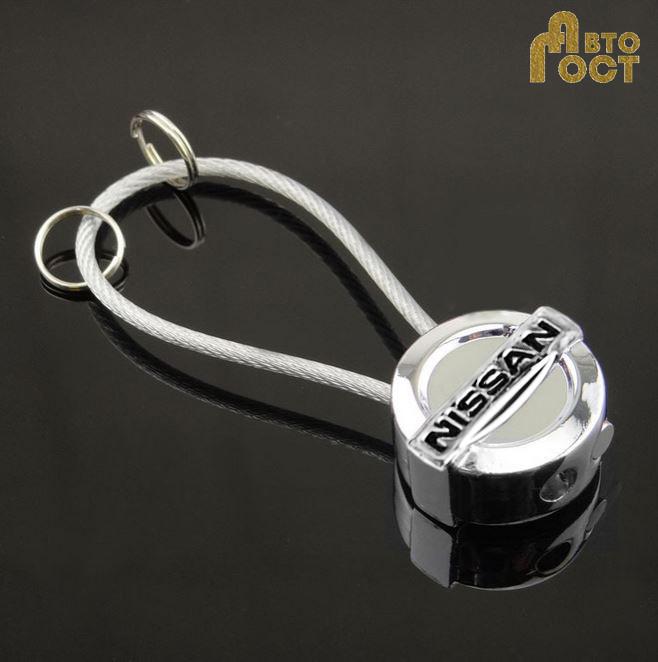 Брелок для ключей с логотипом Nissan в коробке