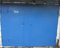 Установка распашных гаражных ворот Киев