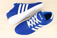 Женские кроссовки синие с белыми вставками в сеточку adidas, кожаные с белыми шнурками на белой подошве